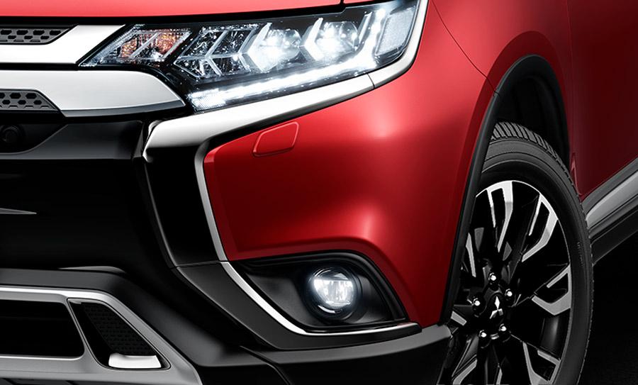 Outlander 2020 bản 2.0 CVT Premium trang bị hệ thống chiếu sáng sử dụng công nghệ Full LED tích hợp hệ thống rửa đèn hiện đại